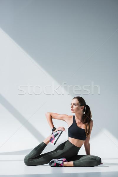 スポーツウーマン ストレッチング 脚 美しい 小さな ストックフォト © LightFieldStudios