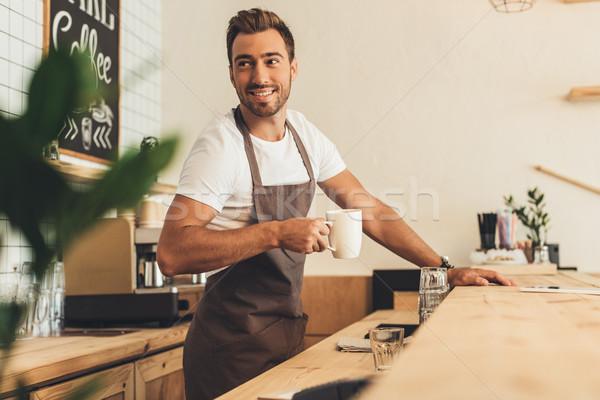Barista copo café retrato sorridente mãos Foto stock © LightFieldStudios
