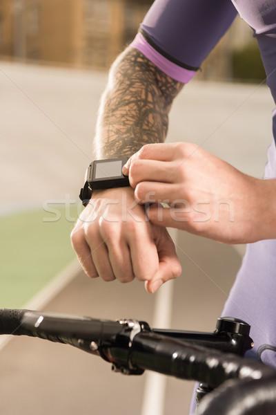 Közelkép kilátás férfi csukló sport technológia Stock fotó © LightFieldStudios