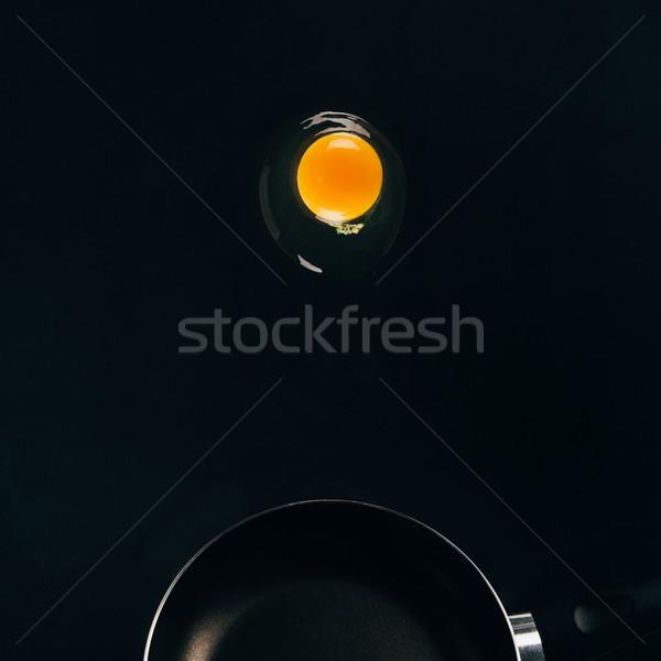 Közelkép kilátás nyers tojás tojássárgája zuhan Stock fotó © LightFieldStudios