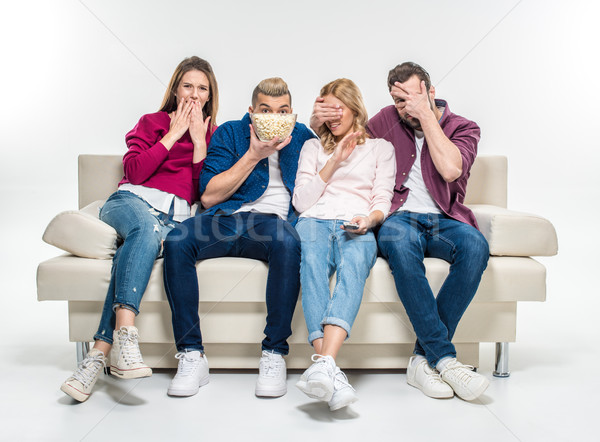 Vrienden vergadering bank popcorn bang jonge Stockfoto © LightFieldStudios