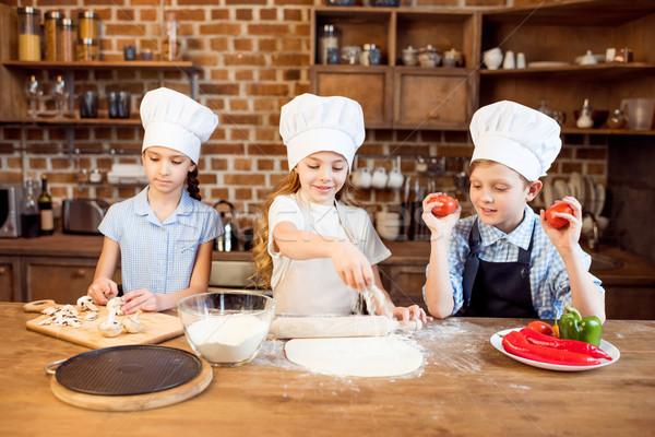 Stok fotoğraf: çocuklar · pizza · malzemeler · mutfak · çocuklar