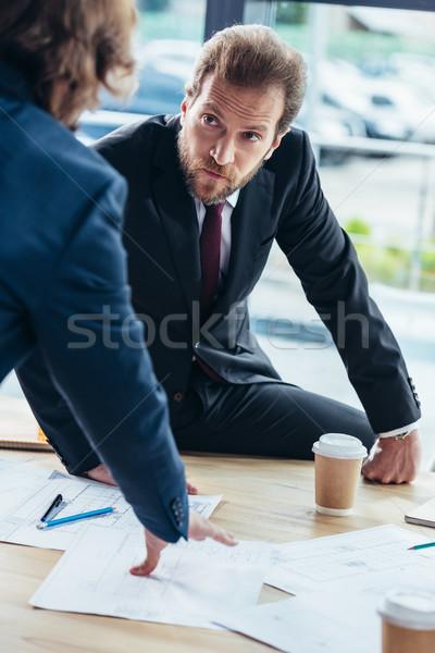 Stock fotó: üzletemberek · dolgozik · iroda · lövés · komoly · beszél