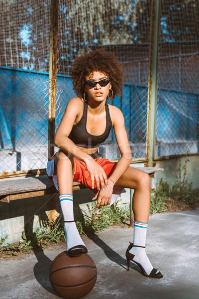 Vrouw sportkleding jonge vergadering Stockfoto © LightFieldStudios