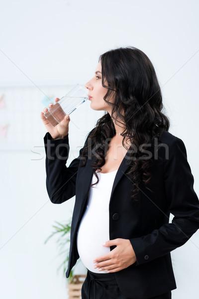 беременна деловая женщина питьевая вода красивой служба стекла Сток-фото © LightFieldStudios