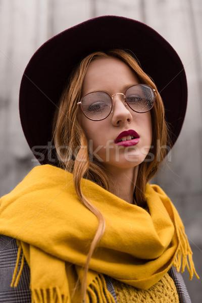 Elegancki dziewczyna okulary atrakcyjny fedora Zdjęcia stock © LightFieldStudios