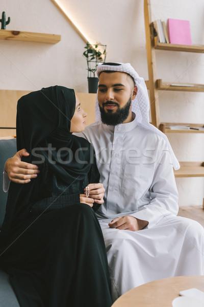 Stockfoto: Moslim · paar · liefhebbend · vergadering · sofa