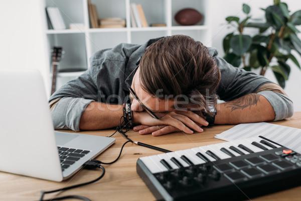 музыканта спальный месте молодые ноутбука Сток-фото © LightFieldStudios