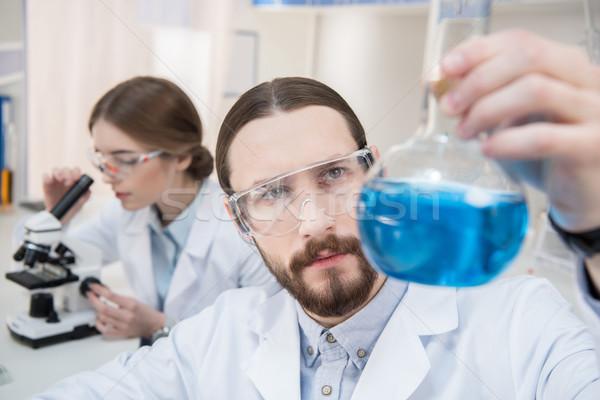 Scientifique chimiques pensive Homme Photo stock © LightFieldStudios