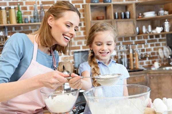 Szczęśliwy matka córka mąka wraz kobieta Zdjęcia stock © LightFieldStudios