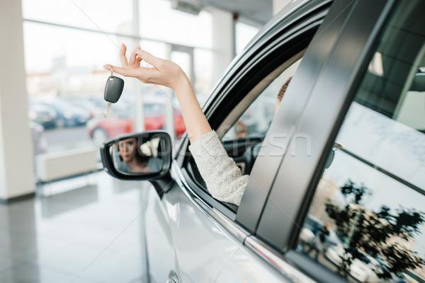 Stock fotó: Kilátás · fiatal · nő · ül · új · autó · tart · kulcs