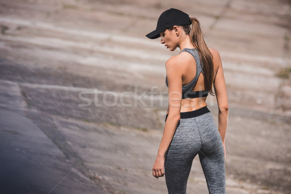 Frau Sportbekleidung cap Rückansicht stehen Fitness Stock foto © LightFieldStudios