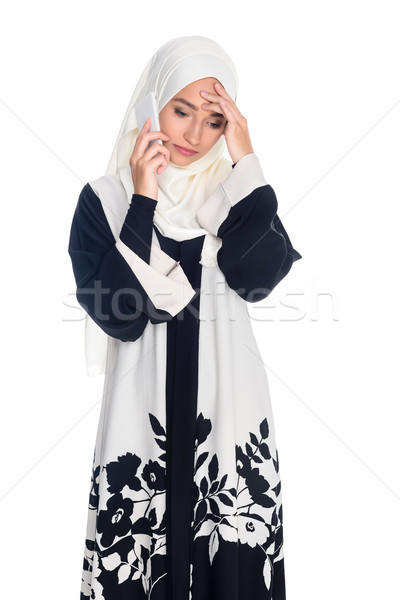 Téléphone parler déprimée jeunes musulmans femme Photo stock © LightFieldStudios