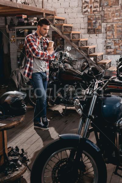 Homem reparar compras clássico jovem homem bonito Foto stock © LightFieldStudios