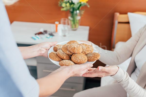 Photo stock: Infirmière · patient · cookies · coup · plaque