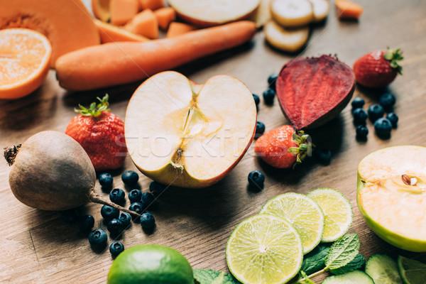 Friss nyers gyümölcsök zöldségek közelkép kilátás Stock fotó © LightFieldStudios