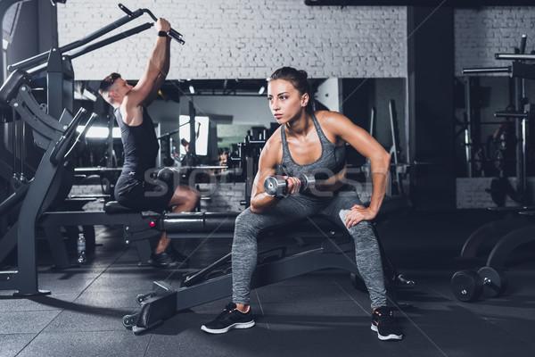 спортивный женщину штанга избирательный подход человека мышцы Сток-фото © LightFieldStudios