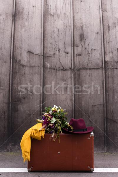 Podróży vintage walizkę bukiet kwiaty fedora Zdjęcia stock © LightFieldStudios