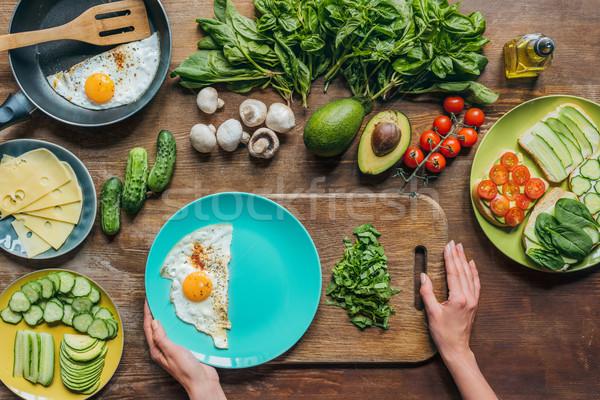 Stok fotoğraf: Sahanda · yumurta · ıspanak · kahvaltı · üst · görmek · kadın