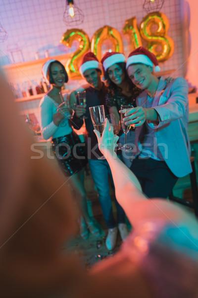 Több nemzetiségű barátok szemüveg pezsgő boldog ünnepel Stock fotó © LightFieldStudios