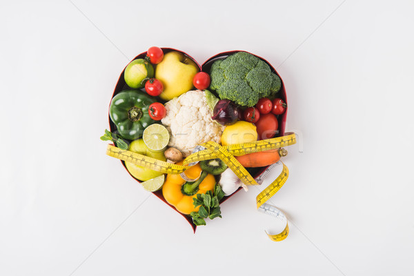 Groenten vruchten leggen hart schotel Stockfoto © LightFieldStudios