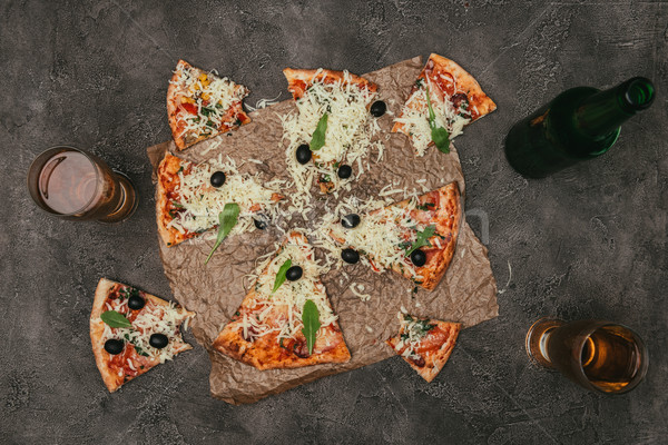 Foto stock: Fatias · pizza · beber · escuro · óculos · queijo
