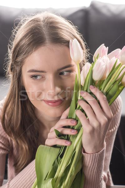 Femme fraîches fleurs jeunes femme souriante Photo stock © LightFieldStudios