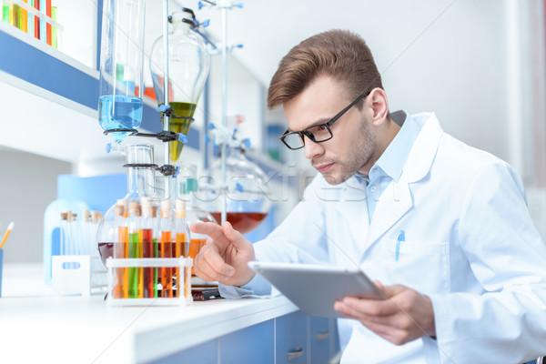 Fiatal koncentrált férfi tudós tart digitális Stock fotó © LightFieldStudios