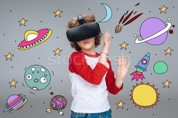 Menino virtual realidade fone Foto stock © LightFieldStudios