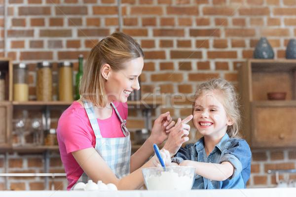 Portret glimlachend moeder dochter koken Stockfoto © LightFieldStudios