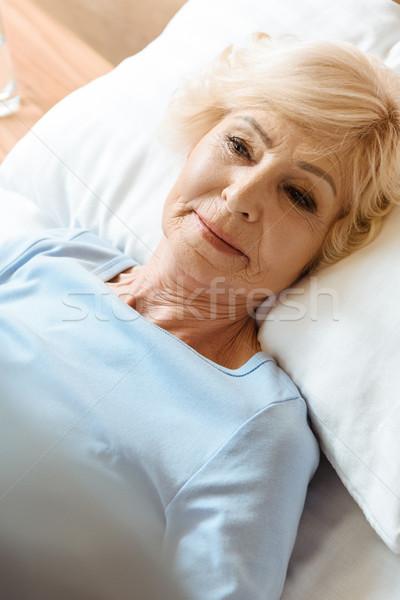 シニア 女性 病院用ベッド 見える 医療 病院 ストックフォト © LightFieldStudios