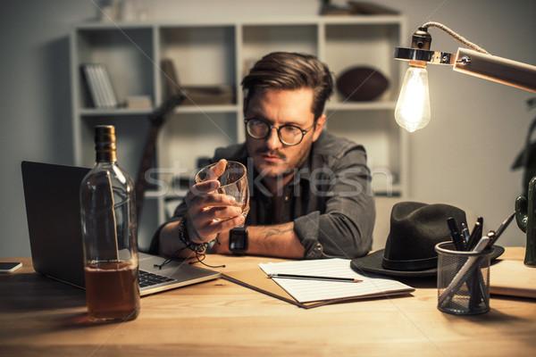 Mislukte muzikant drinken alleen werkplek werk Stockfoto © LightFieldStudios