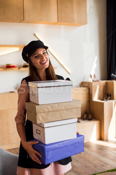 Ragazza scatole boutique bella ragazza felice Foto d'archivio © LightFieldStudios