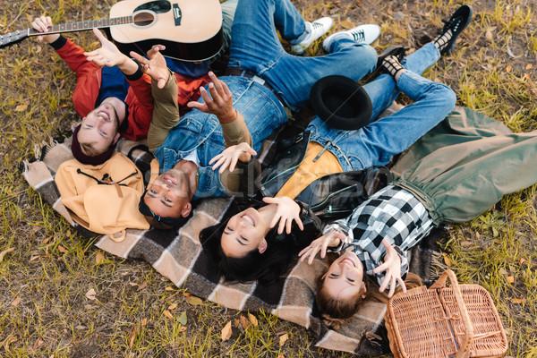 Multicultural amigos cobertor juntos Foto stock © LightFieldStudios