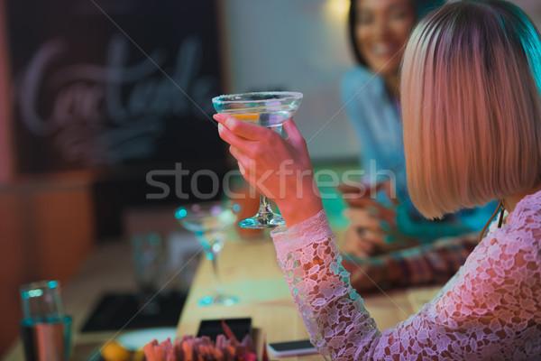 Stockfoto: Vrouw · cocktail · achteraanzicht · hand · vergadering