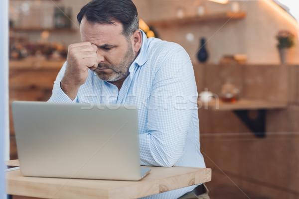 Lehangolt üzletember laptop érett ül egyedül Stock fotó © LightFieldStudios
