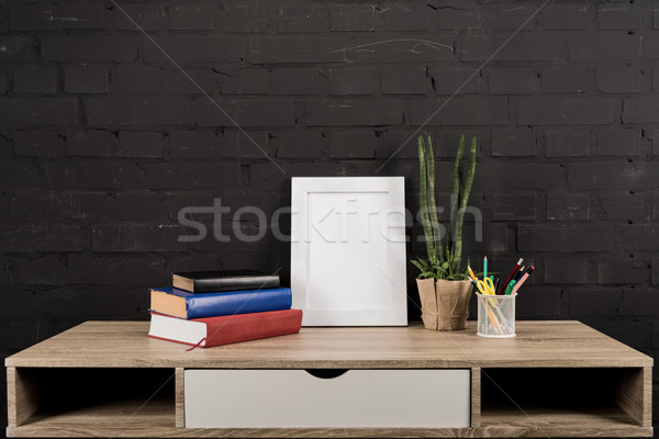 Photo frame planta vaso tabela vazio livros Foto stock © LightFieldStudios