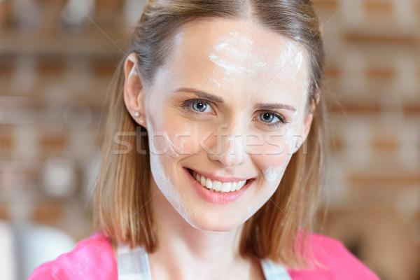 Portré gyönyörű mosolygó nő liszt arc nő Stock fotó © LightFieldStudios