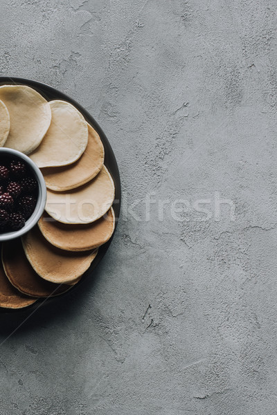 Felső kilátás friss édes palacsinták szeder Stock fotó © LightFieldStudios