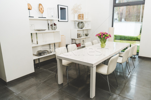 Ver elegante vazio sala de jantar buquê tulipas Foto stock © LightFieldStudios