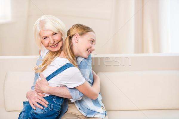 Seitenansicht glücklich Großmutter Enkelin Sitzung Sofa Stock foto © LightFieldStudios