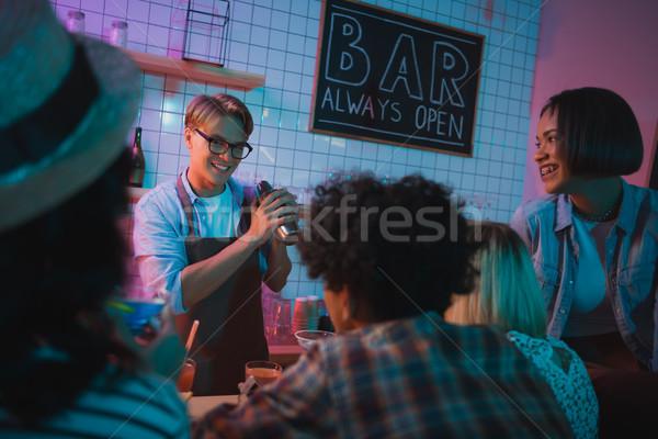 Alkohol Cocktail jungen Freunde bar Stock foto © LightFieldStudios