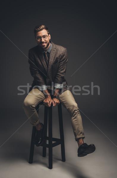 Férfi öltöny ül bár zsámoly mosolyog Stock fotó © LightFieldStudios