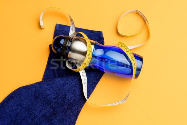 Top fles water meetlint handdoek Stockfoto © LightFieldStudios