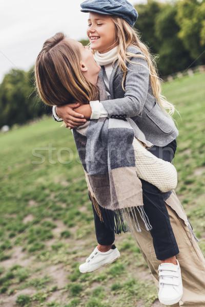 Mère fille campagne élégant Photo stock © LightFieldStudios