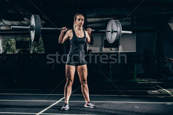 Sportoló emel súlyzó fiatal sportos tornaterem Stock fotó © LightFieldStudios