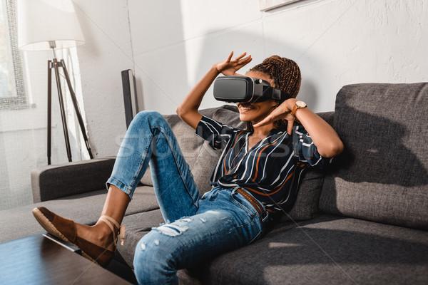Stockfoto: Vrouw · hoofdtelefoon · afro-amerikaanse · gebaren · handen