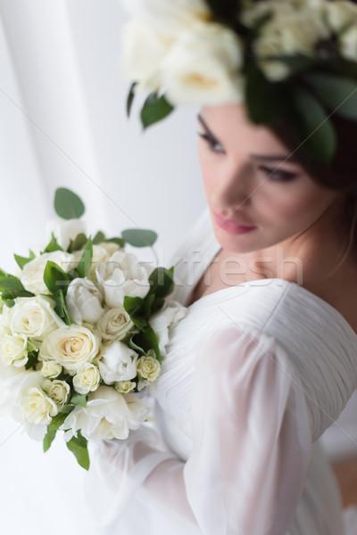 Foco jovem noiva floral coroa buquê de casamento Foto stock © LightFieldStudios