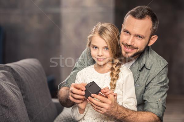 Père fille jouer cube souriant ensemble Photo stock © LightFieldStudios