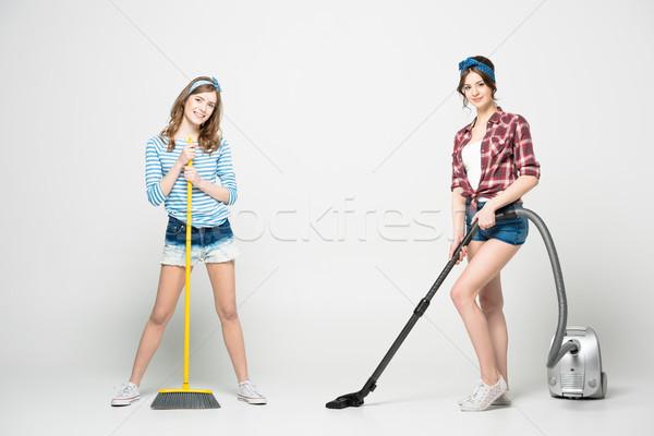Vrouwen schoonmaken twee mooie jonge vrouwen Stockfoto © LightFieldStudios